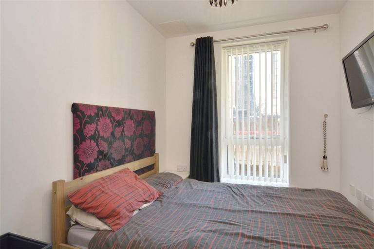 2 Bedroom Flat in Greenwich, London