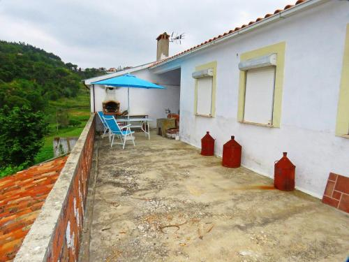 House with one bedroom in Vale de Colmeias with furnished terrace and WiFi 50 km from the beach, Miranda do Corvo