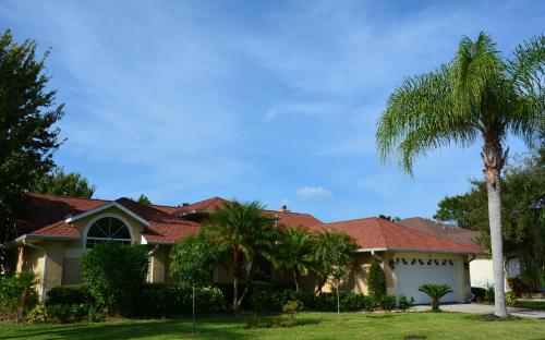 Beautiful Home on Lake in Private Community, Brevard