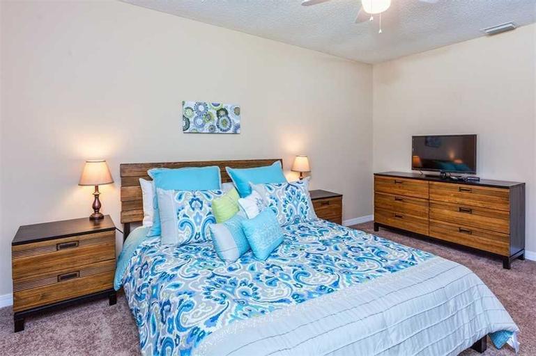 Wood Haven - Three Bedroom Home, Flagler
