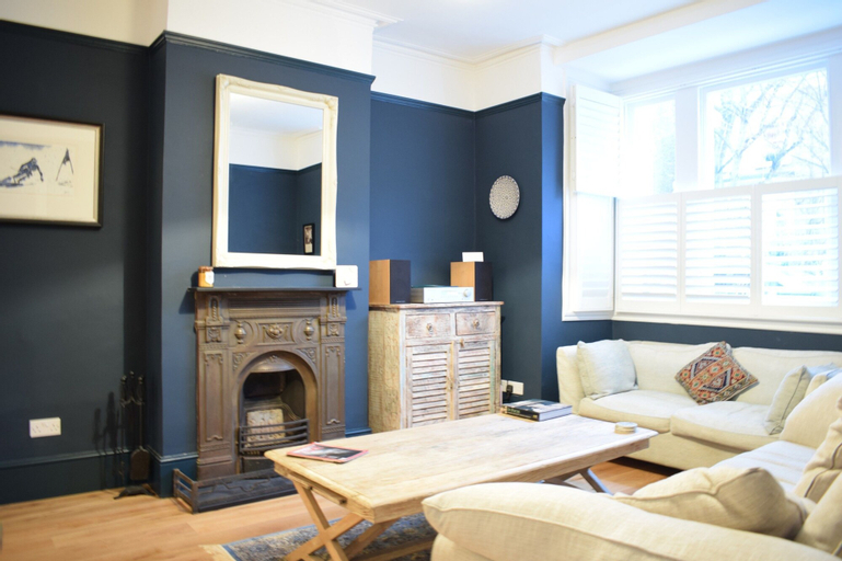 Herne Hill Bright 3 Bedroom House With Private Garden, London