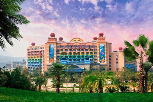 Dolphin Bay Hotel, Yuxi