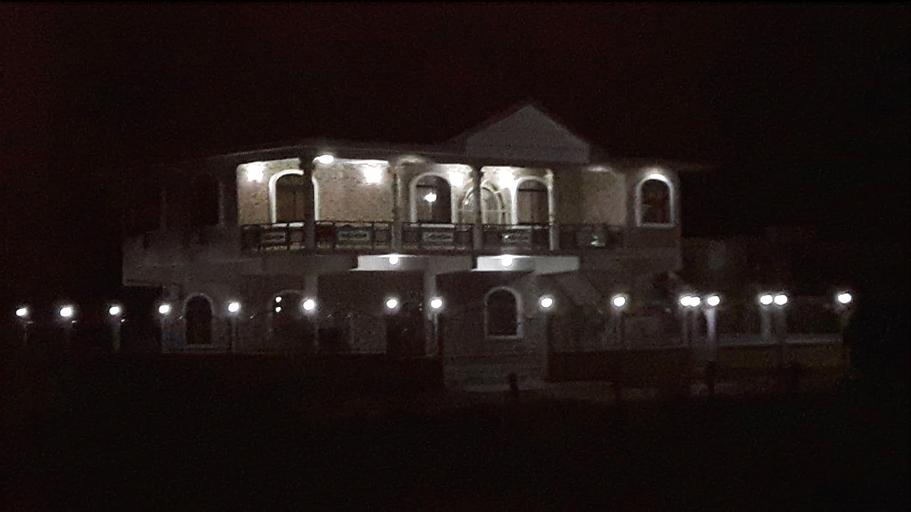 Amir's Apartment, Westelijke Polders