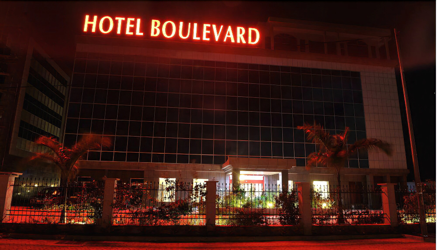 Hotel Boulevard, Komo-Mondah