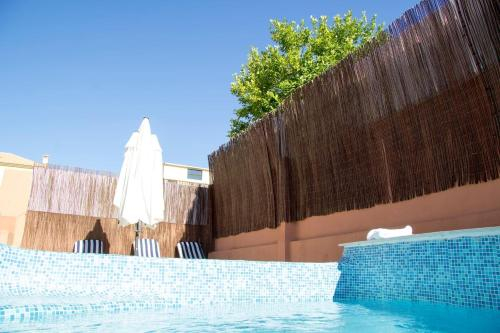 Villa Anita (Pool, Beach & Golf Holidays), Almada