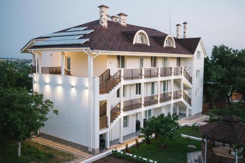 Hotel Troyanda, Ochakivs'kyi