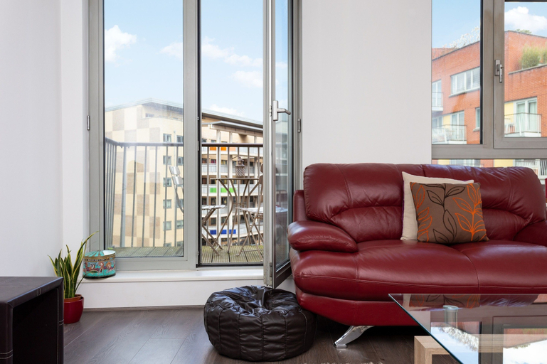 2 Bedroom Flat In Holloway With Balcony And Courtyard, London