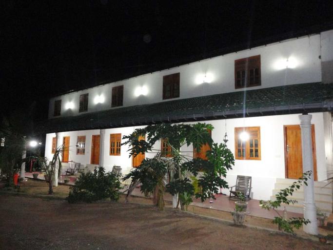 Yoho Hotel Arugambay Beach Inn, Pothuvil