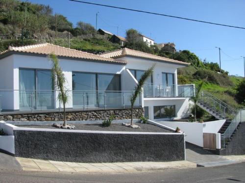 Casa Laranja, Calheta