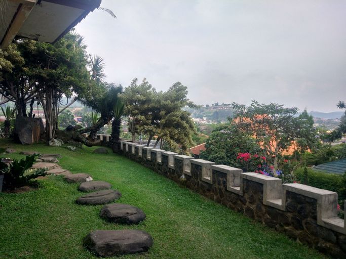 Villa Beverly Hills Puncak for 50 pax, Cianjur