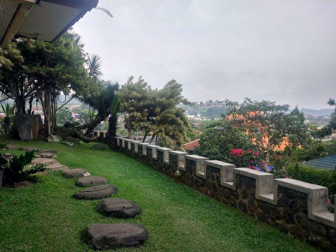 Villa Beverly Hills Puncak for 50 pax, Bogor