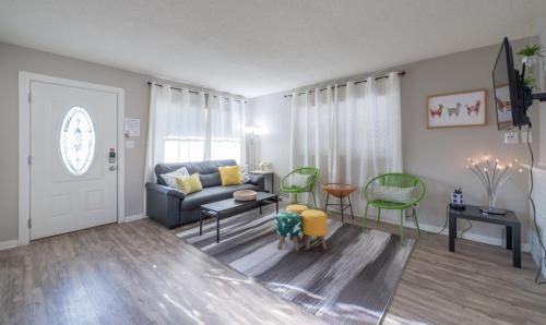 New Renovated Modern Home for groups + Theme parks, Orange