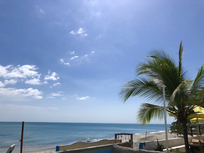 Coconut Blue Panama, Antón