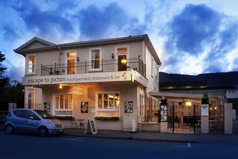 Escape To Picton, Marlborough
