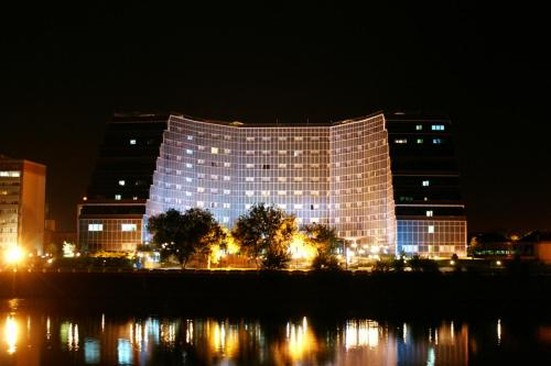 River Palace Hotel, Makhambetskiy