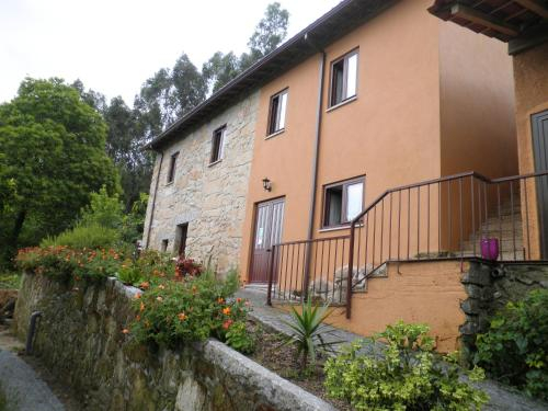 House with 3 bedrooms in Este Sao Mamede with wonderful mountain view enclosed garden and WiFi 45 km, Braga