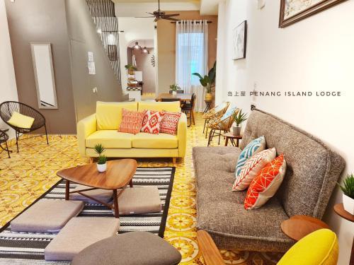 Homey Comfy Lodge 18 pax 4 Rooms City Center, Pulau Penang