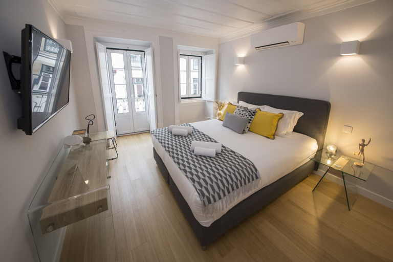 Designer Apartment in one of Lisbon's Trendiest Quarters, Lisboa
