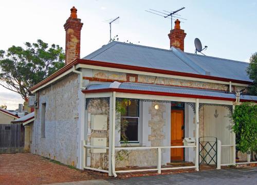 Art on Attfield - cute heritage 1 bedroom stone cottage, Fremantle