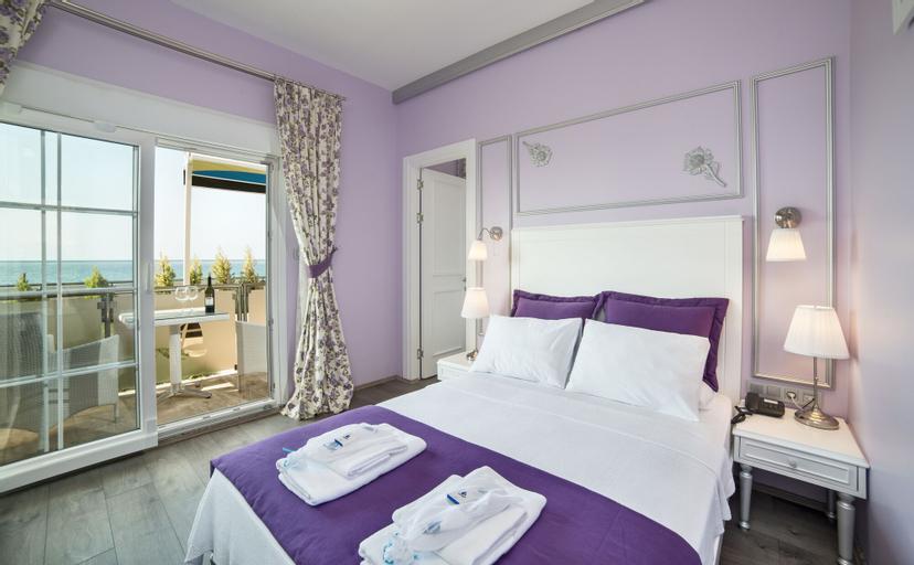 Sanli Beach Resort, Merkez
