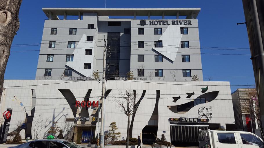 River Hotel, Chungju
