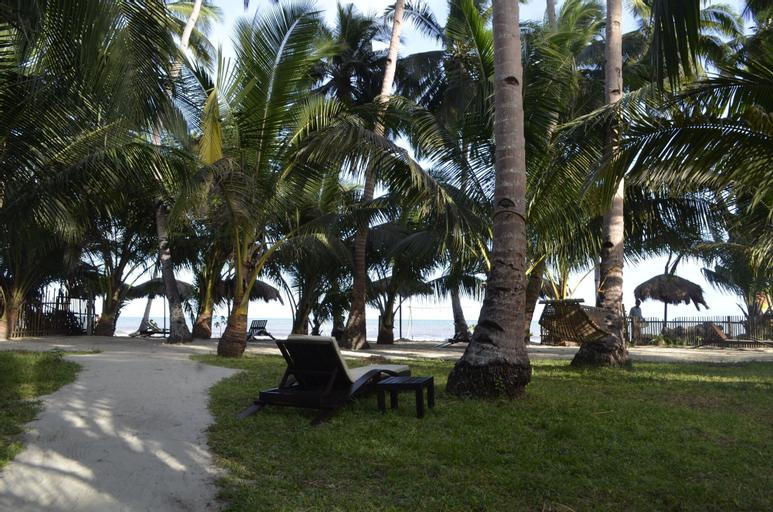 Peace & Love Beach Club, Roxas