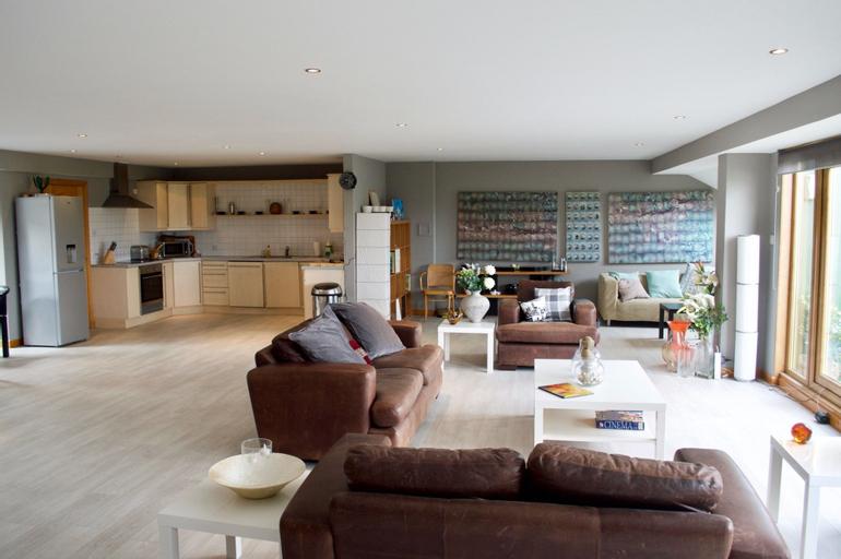 1 Bedroom Apartment With Balcony, Edinburgh