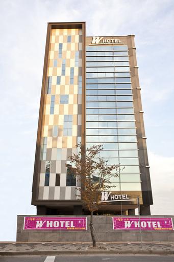 W Hotel, Jung