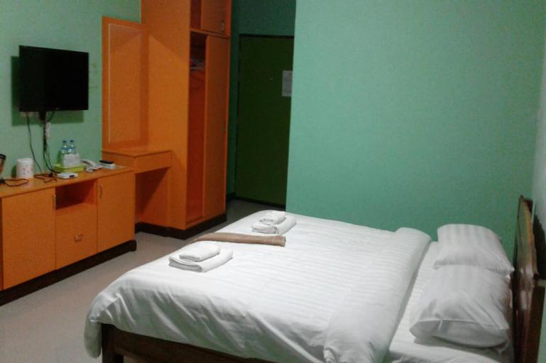 The Green Hotel, Rasi Salai