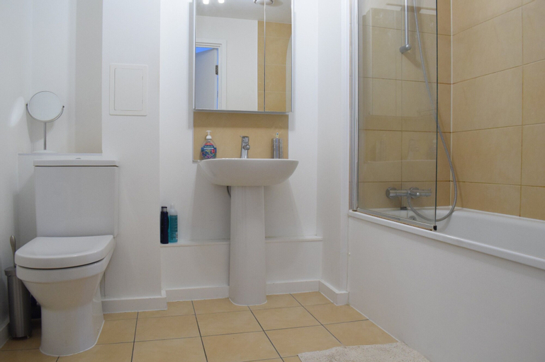 1 Bedroom Flat With a Balcony View of the Shard, London