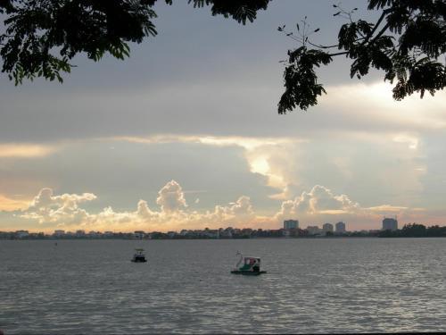 Khach San Nam Phuong, Tây Hồ