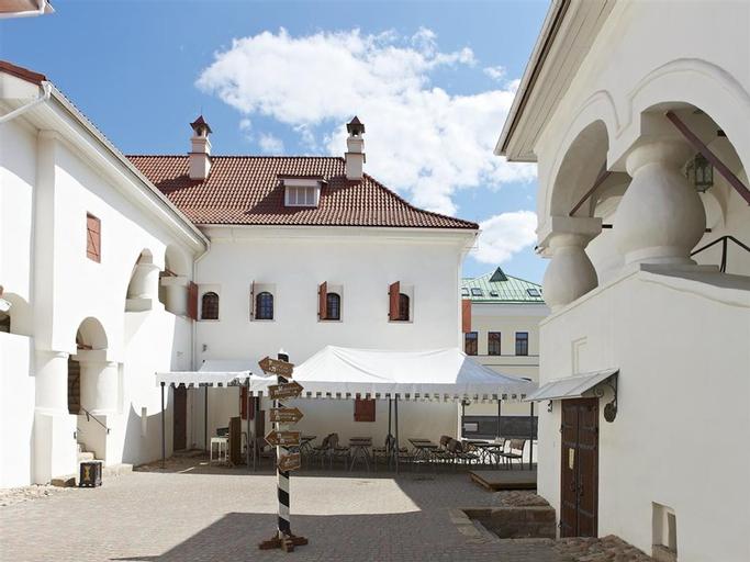 Dvor Podznoeva - Business building, Pskov