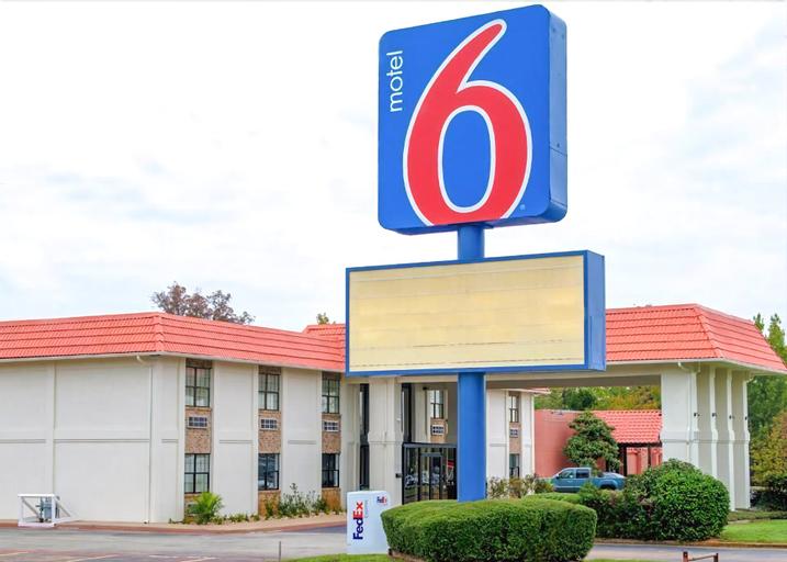 Motel 6 Palestine, Anderson
