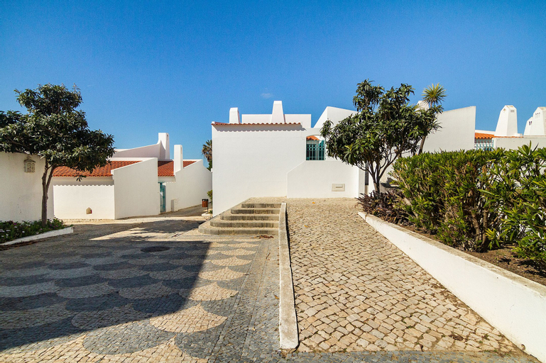 Liiiving in Algarve Alvor Blue Villa, Portimão