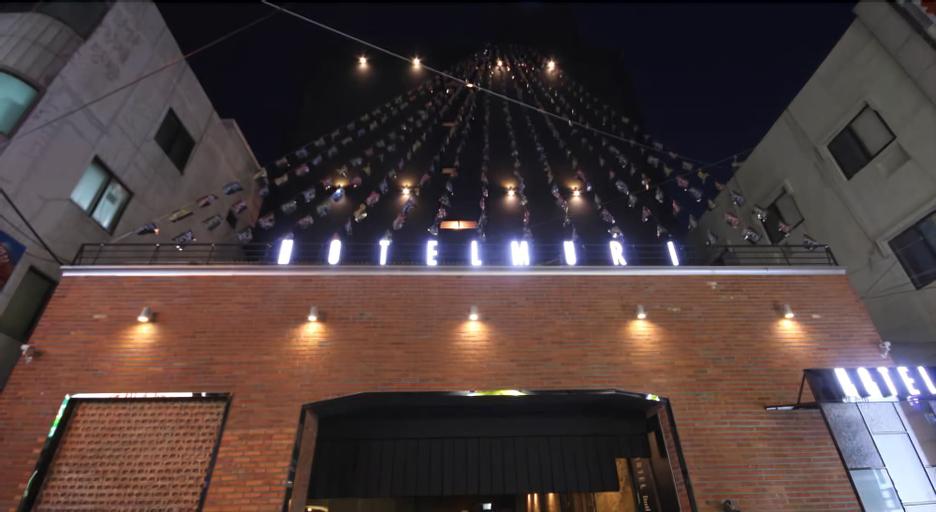 Muri Hotel, Nam