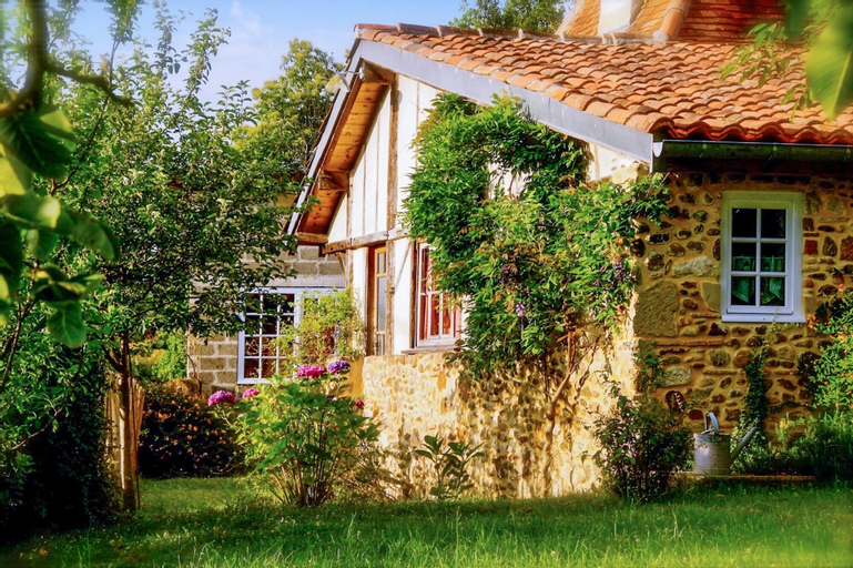 House With 2 Bedrooms in Malaussanne, With Private Pool, Enclosed Garden and Wifi - 100 km From the Slopes, Pyrénées-Atlantiques