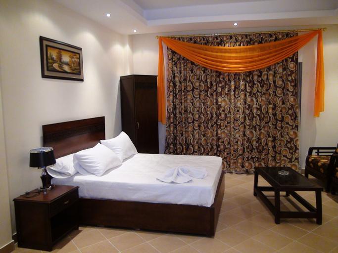 Glorious Hotel, 'Ain Schams