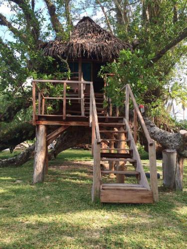 PEY Serenity Treehouses, East Santo