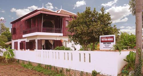 Red HOUSE, Mukh Kampul