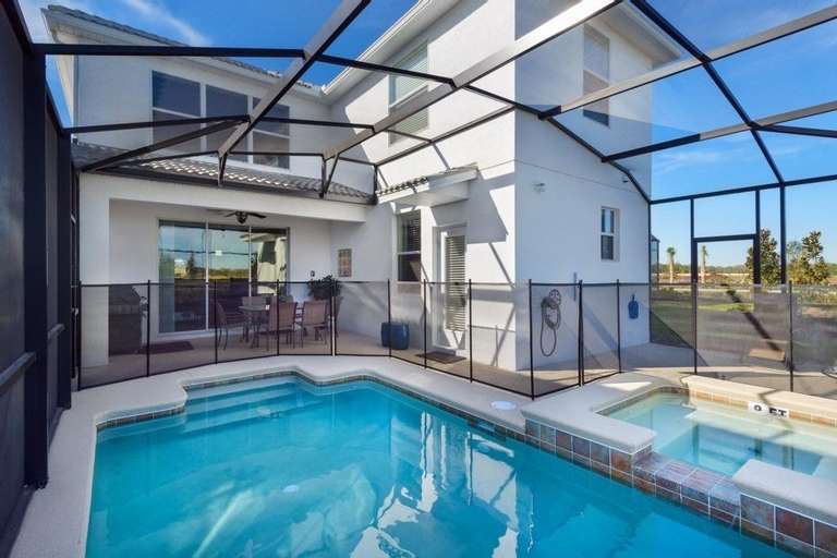 Luxury 5 bedroom home with private pool, Osceola