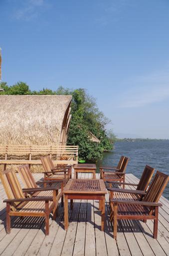 Bamboo Bungalow, Kampong Bay