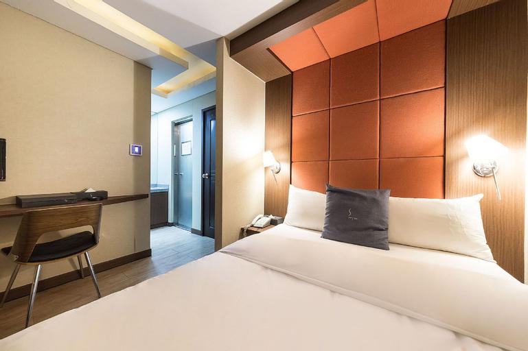 S HOTEL, Gandong