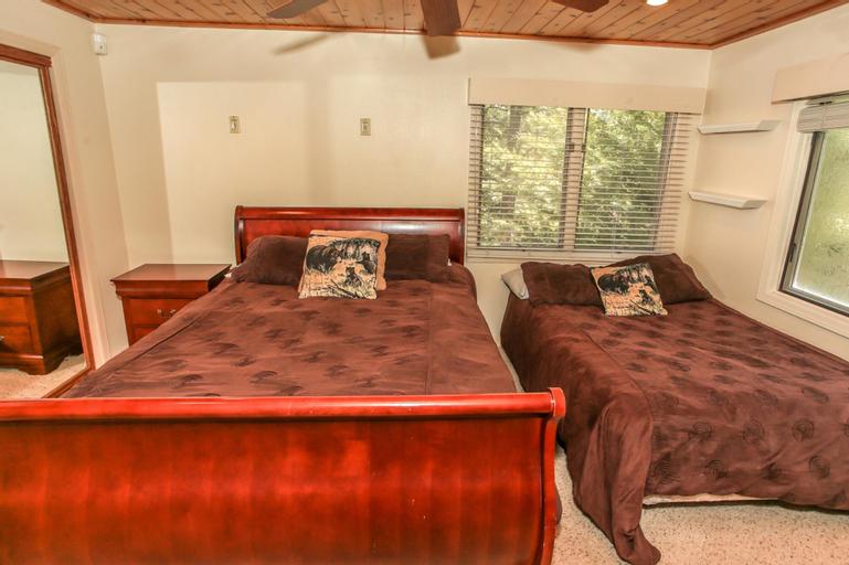 A Jack and Tens Resort, San Bernardino
