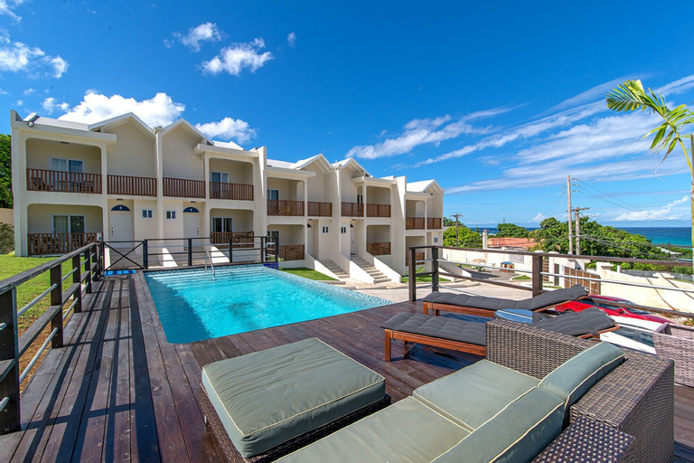 Nianna Coral Bay Deluxe Townhouse,
