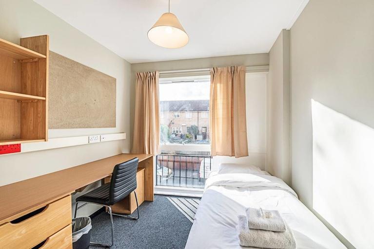 321 d · Single Room In New Cross Gate, London