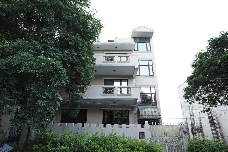 OYO 9299 DLF Phase 4, Gurgaon