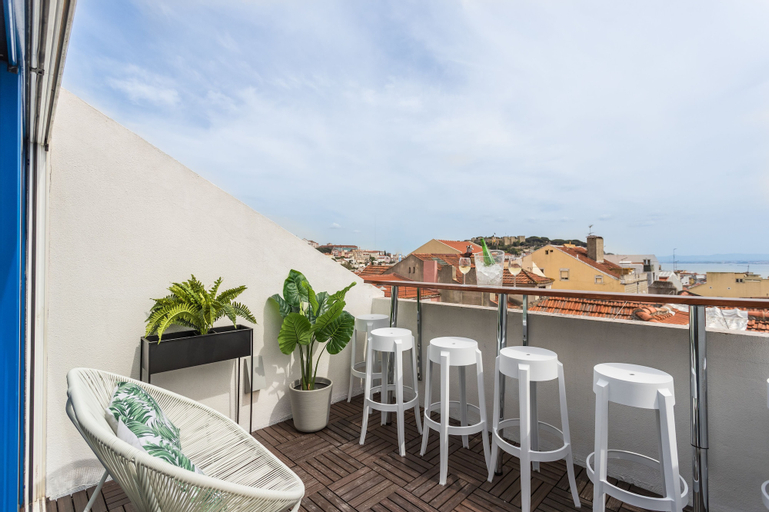 Rossio Penthouse Three-Bedroom Apartment w/ River View and Parking - b, Lisboa