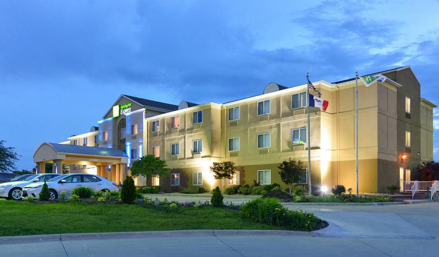 Holiday Inn Express Hotel & Suites Burlington, Des Moines