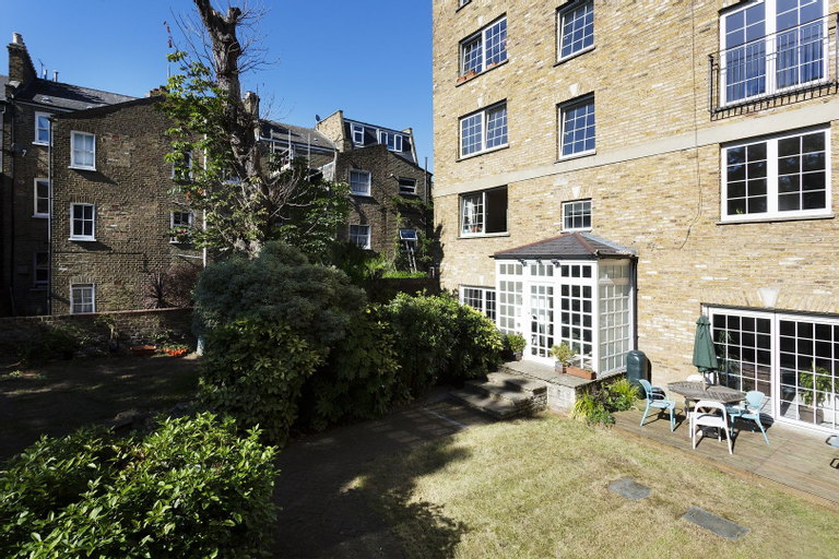 Veeve  3 Bed Flat With Parking Walford Road Stoke Newington, London