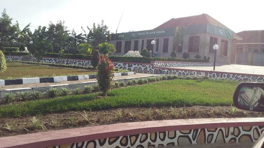 Ryan Green and Gardens Hotel, Sheema